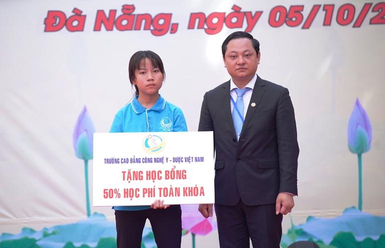 Cao đẳng Công Nghệ Y dược Việt Nam
