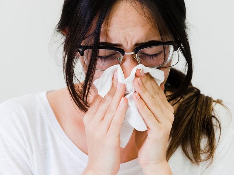 cách ngăn chặn cơn hắt hơi