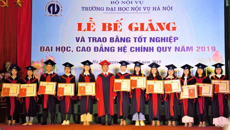 Rất nhiều sinh viên lựa chọn trường Đại học Nội Vụ