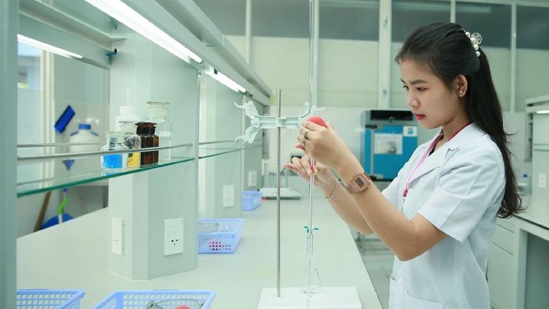 Sinh viên ngành dược được đào tạo chuyên sâu