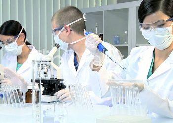 Ngành xét nghiệm y học là ngành gì? Ra trường có tỷ lệ việc làm cao không?