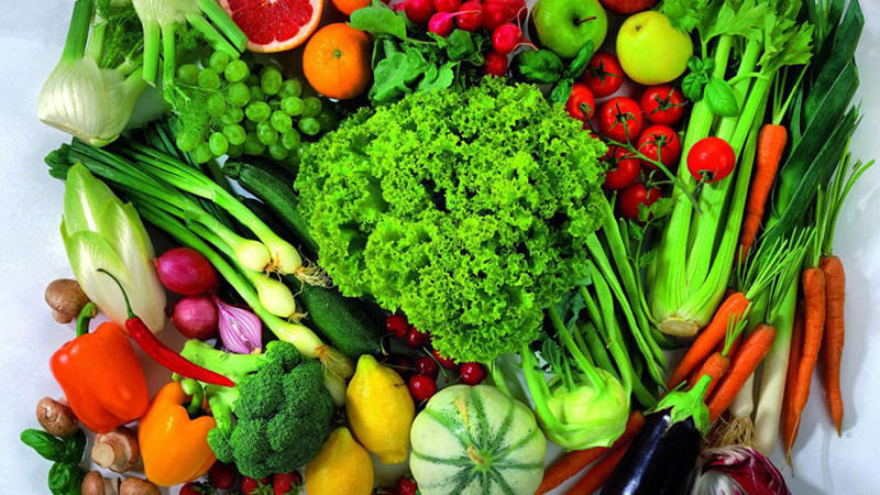 Ăn nhiều rau và trái cây tươi
