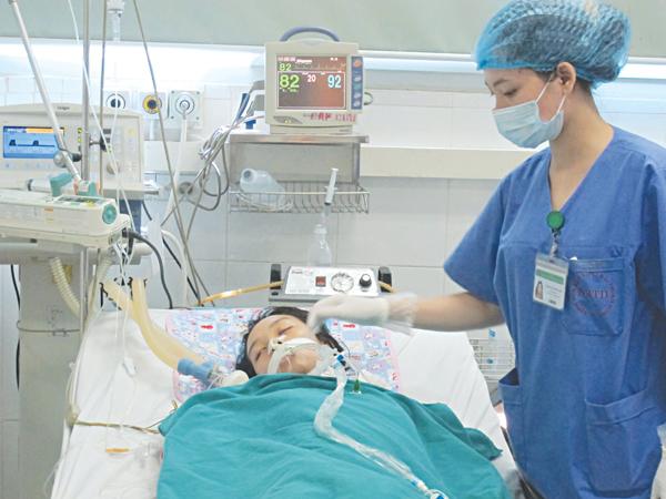 Các triệu chứng của bệnh viêm phổi do Aeromonas là gì?