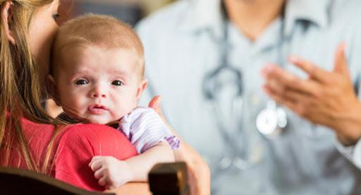 Các hạng mục kiểm tra cho bệnh u xơ ở trẻ sơ sinh xâm lấn là gì?