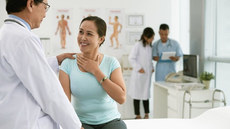 Các triệu chứng của ung thư biểu mô tuyến sinh dục nhầy là gì?
