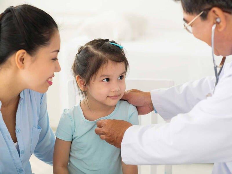 Các phương pháp điều trị cho thanh thiếu niên và trẻ em bị sacoma âm đạo là gì?