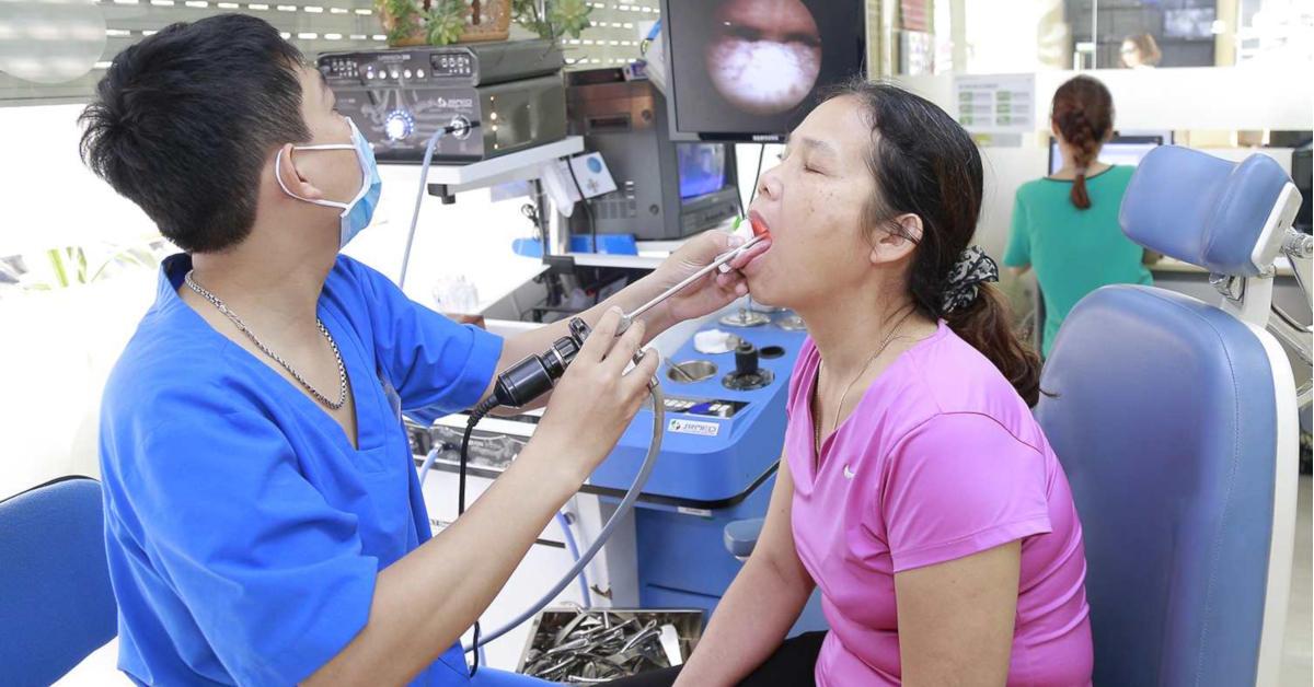 Các phương pháp điều trị u quái ở hầu họng là gì?