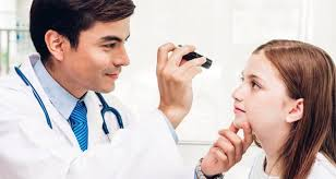 Các triệu chứng của bệnh viêm xơ cứng u hạt Wegener là gì?