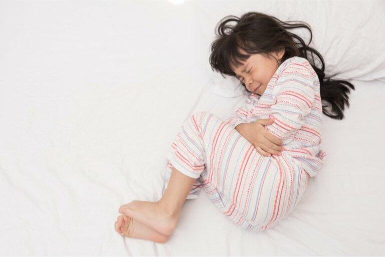 Các triệu chứng của khối u buồng trứng ở thanh thiếu niên và trẻ em là gì?