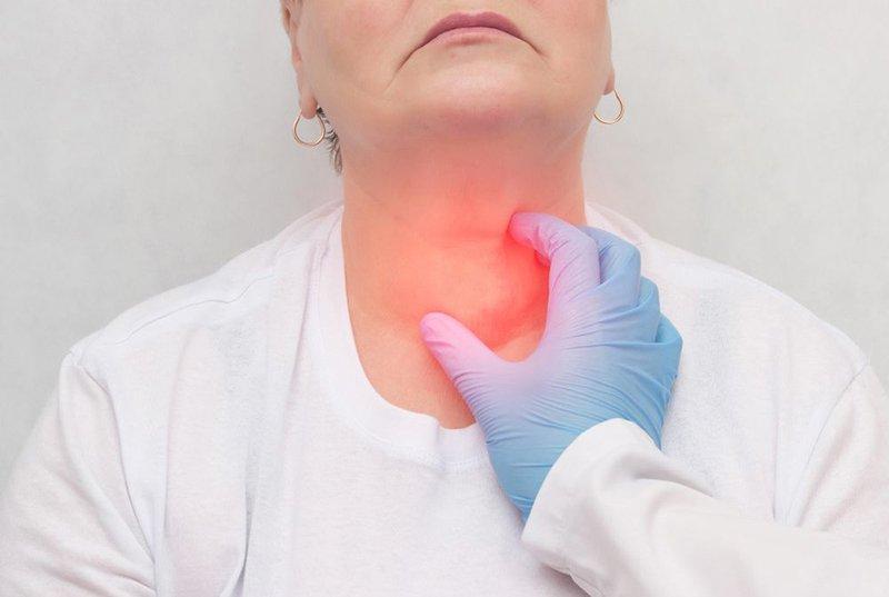 Làm thế nào để phân biệt và chẩn đoán u bao tuyến giáp?