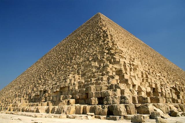 Làm thế nào để Tìm thể tích của một kim tự tháp?